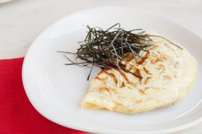 Омлет с крабами, шампиньонами и сыром Пармезан