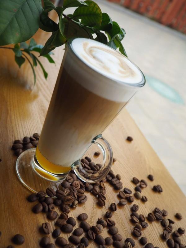 Кофе с молоком и сиропом