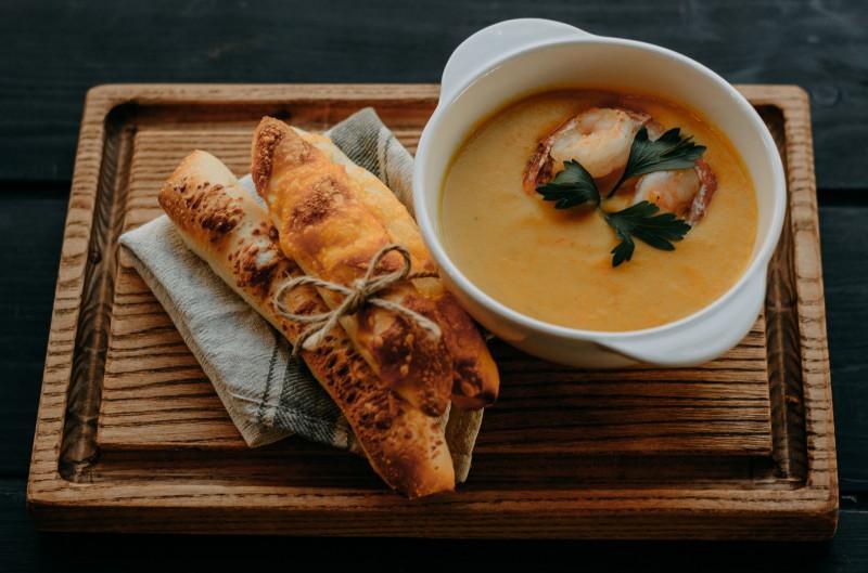 Сливочный суп из запеченной тыквы с креветками