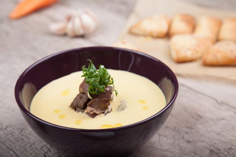 Суп пюре из корнеплодов с томленой олениной