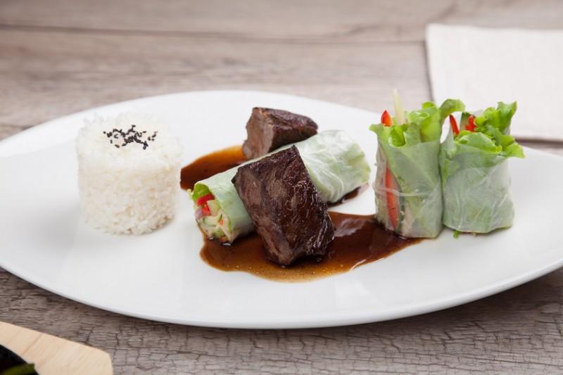 Филе говяжьей вырезки на рисе под соусом Терияки