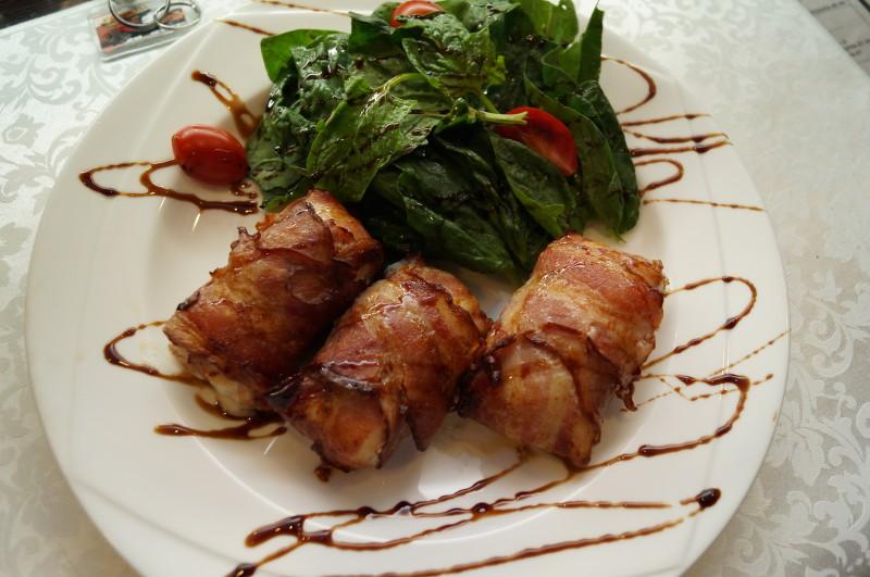 Куриное филе в беконе с плавленным сыром