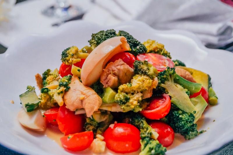 Салат из брокколи с курицей