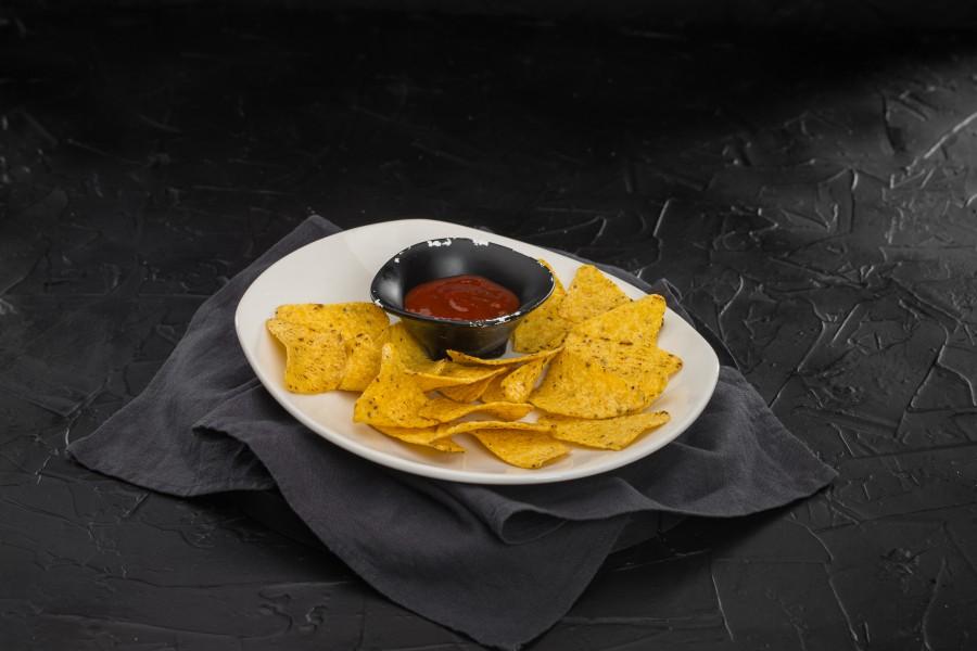 Кукурузные чипсы Начос с соусом сальса
