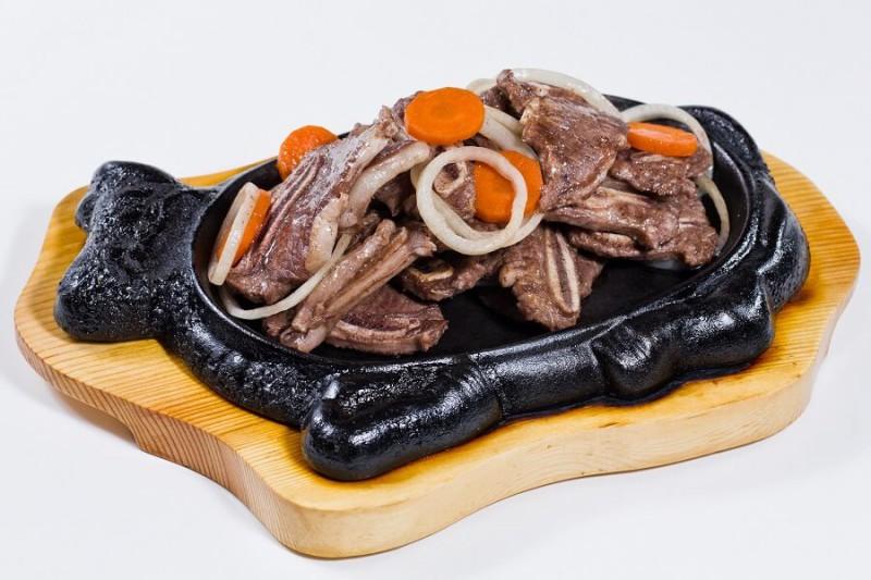 Мраморное мясо на жаровне
