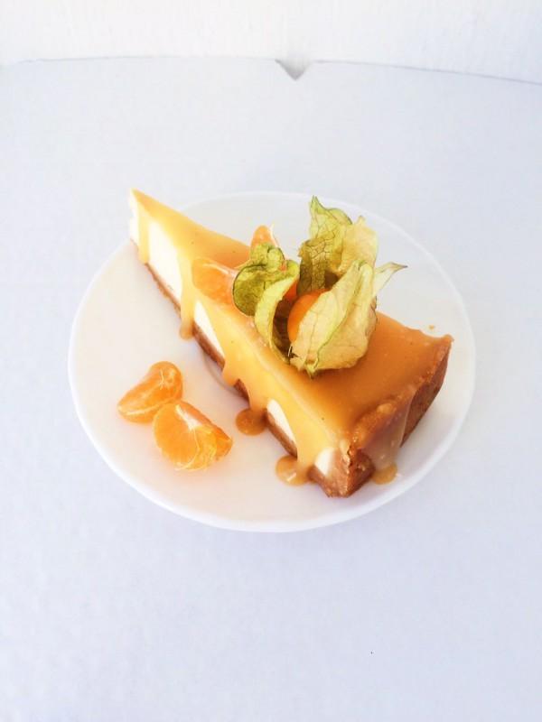Классический чизкейк с соленой карамелью