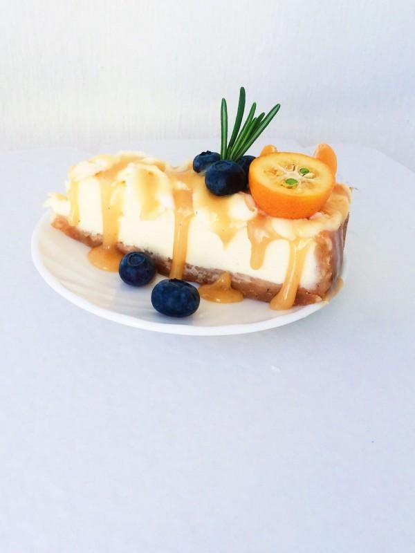Классический чизкейк с сырным кремом с соленой карамелью