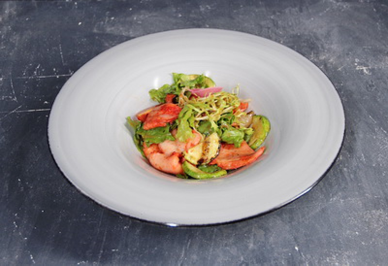 Салат с кальмаром-гриль