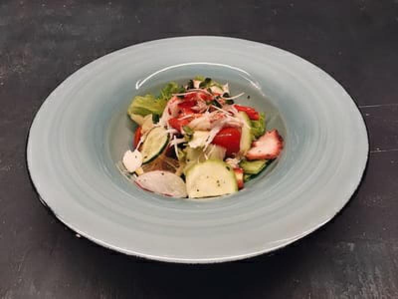 Салат с крабом и осьминогом (220 гр)