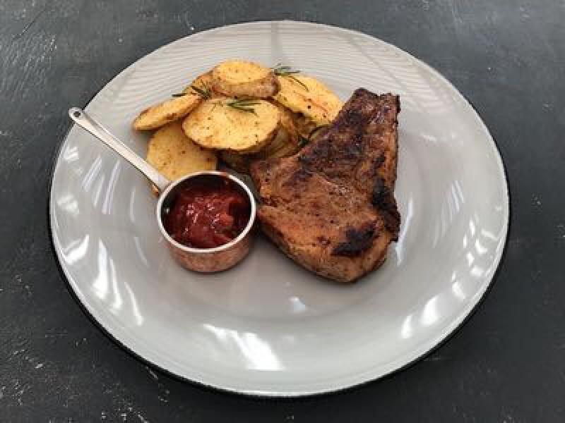 Корейка свиная с печёным картофелем