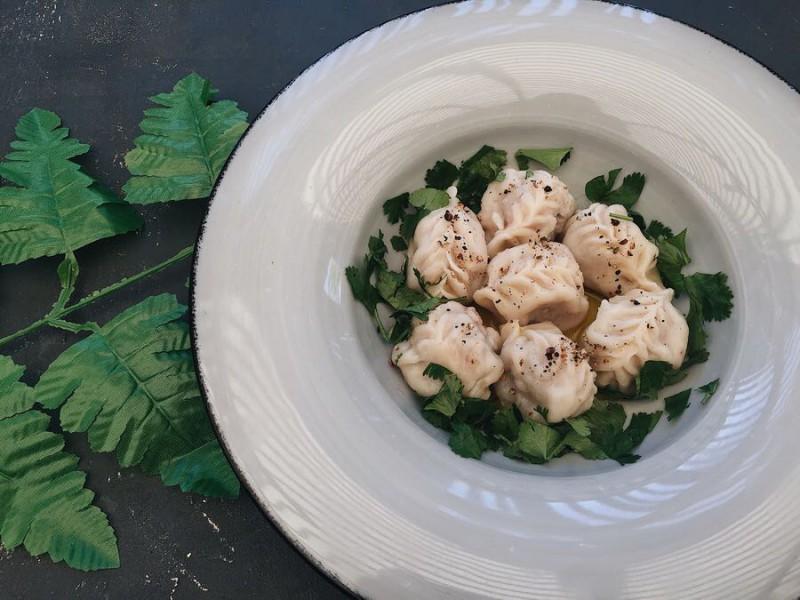 Береги с бараниной и грибным соусом