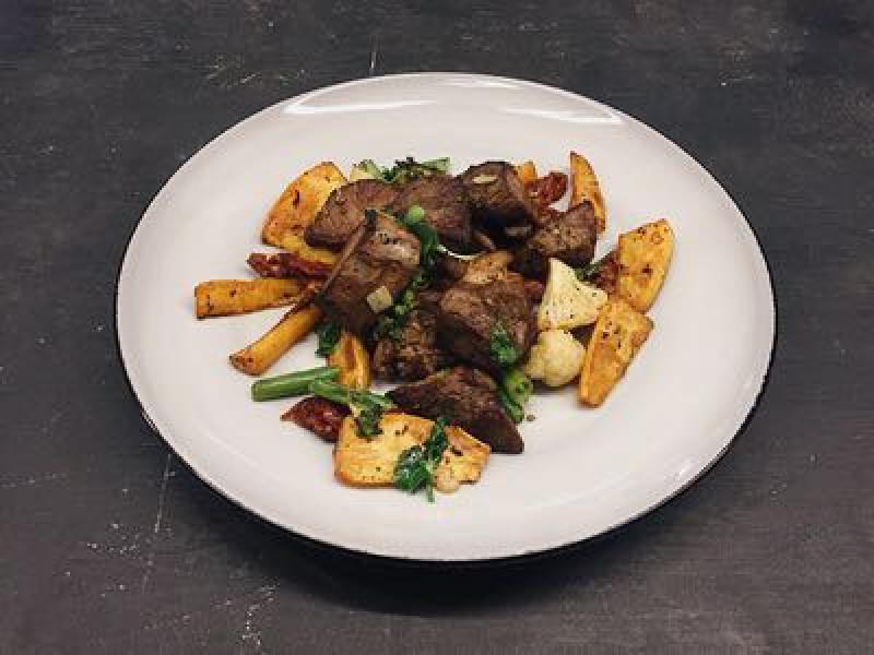 Мясо ягнёнка с овощами