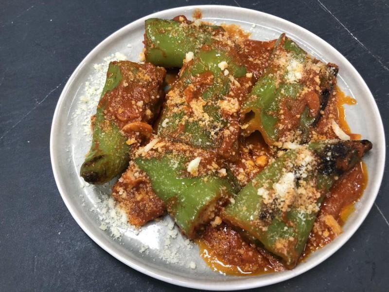 Острый перец на гриле в томате