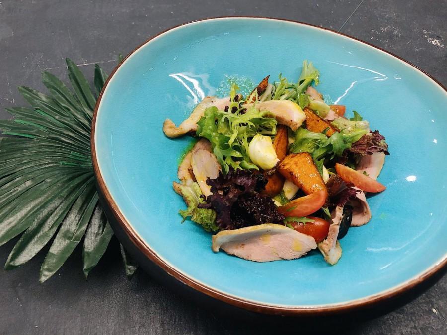 Салат с копчёной утиной грудкой и тыквой