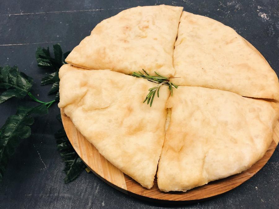 Лепешка с двумя видами сыра и картофелем