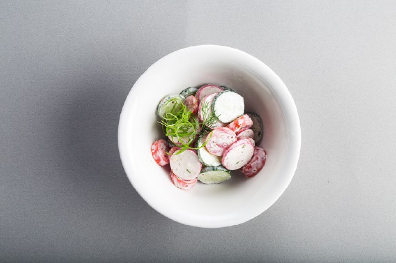 Салат овощной с редисом