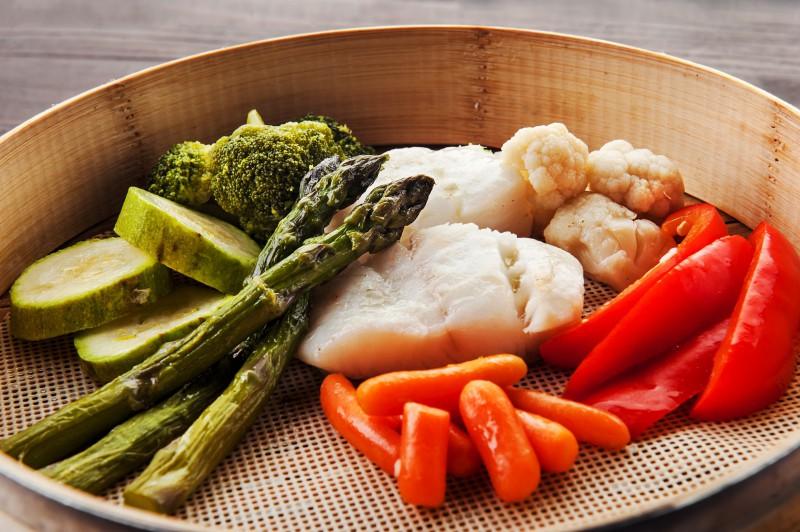 Палтус на пару с овощами