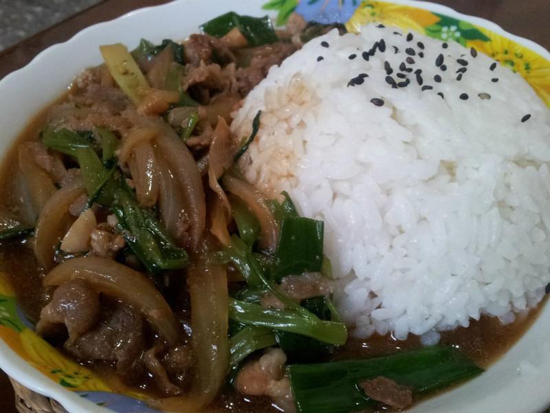 Рис с бараниной, луком и кинзой