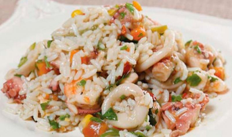 Рис с кальмаром и овощами