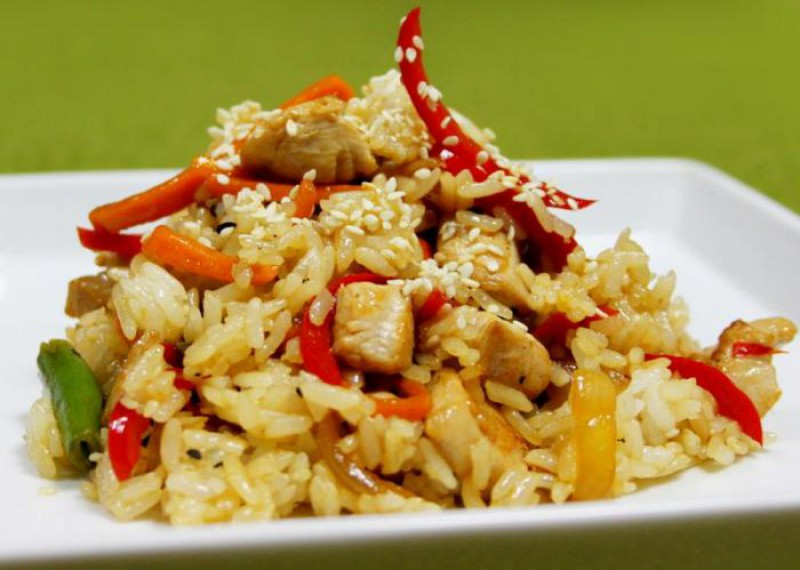 Рис с мясом, кинзой и перцем