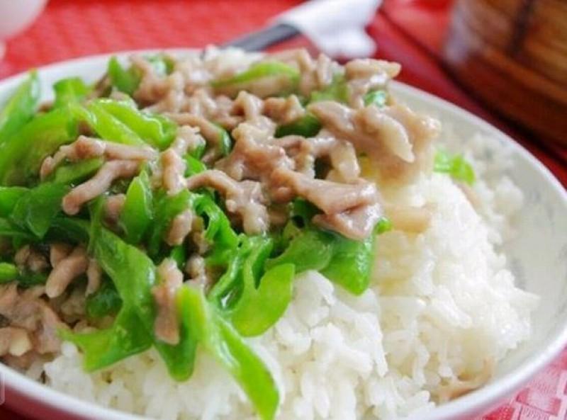 Рис с мясом и зеленым перцем